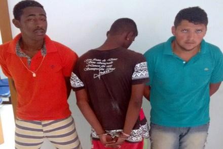 Bom Jesus da Lapa-BA: Polícia Militar prende dupla e apreende menor de idade acusados de tráfico de drogas