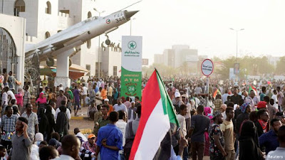 Waziri wa ulinzi aliyeapishwa kuwa rais wa mpito Sudan Ahmed Awadh Auf, amejiuzulu wadhifa huo, sababu zaelezwa
