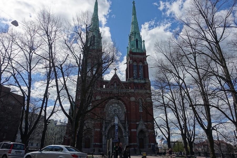 聖ジョンズ教会(Johanneksenkirkko)とジョン公園(Johanneksenpuisto)