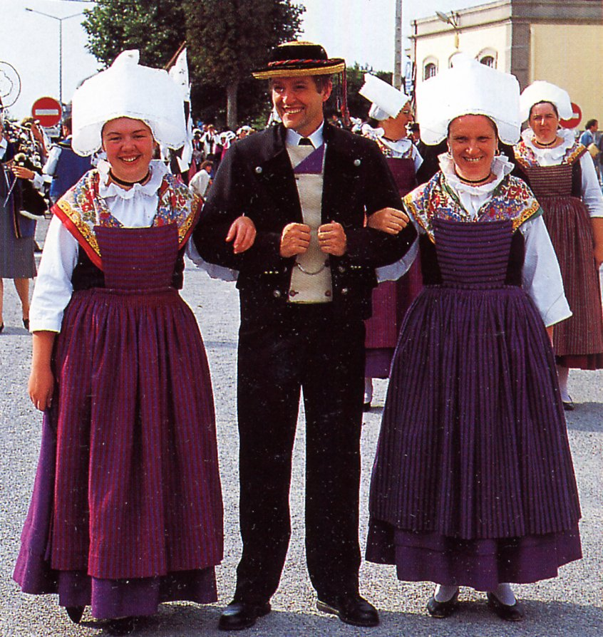 FolkCostume&Embroidery: Overview Of The Costumes Of France