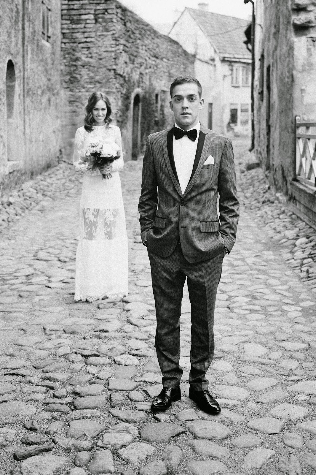 wedding-bride-groom-old-town-lace-dress-gray-suit kristjaana ja richard mere pulm