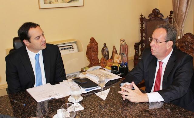 Resultado de imagem para IMAGENS DE estadual Álvaro Porto (PSD) e paulo camara
