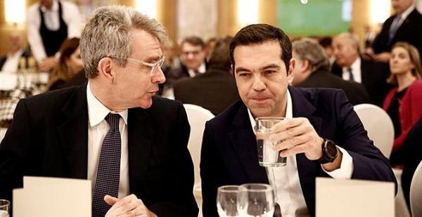 Πολιτικά η Ελλάδα είναι ένα κινούμενο πτώμα