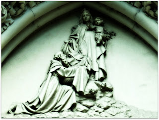 Nossa Senhora e O Menino Jesus - Esculturas na Igreja Santa Teresinha, Porto Alegre