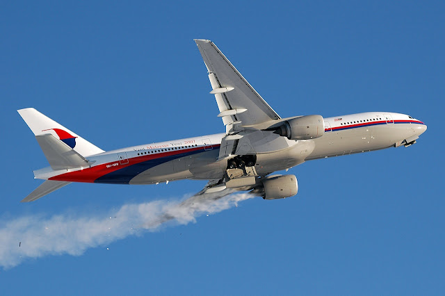 Malaysia Airlines Boeing 777-200 Smoking Engine