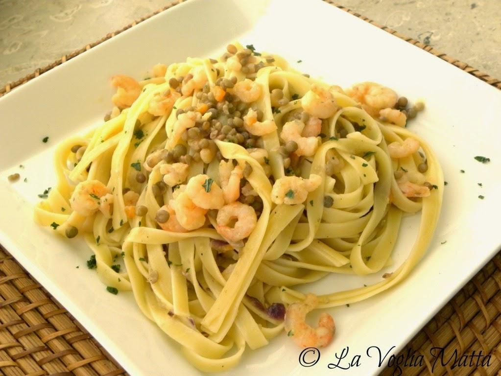 ricetta fettuccelle lenticchie di Castelluccio gamberetti