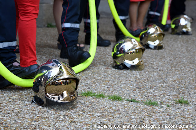 haie d'honneur à la sortie de l'égllise, casques de pompiers