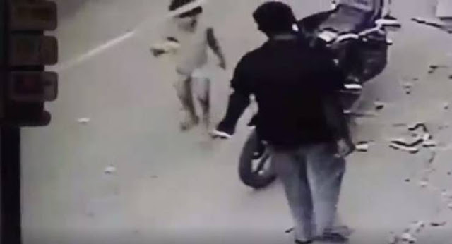 فيديو| شابٌ يغتصب طفلة في الشارع! حادثة بشعة لا يمكن وصفها..!!