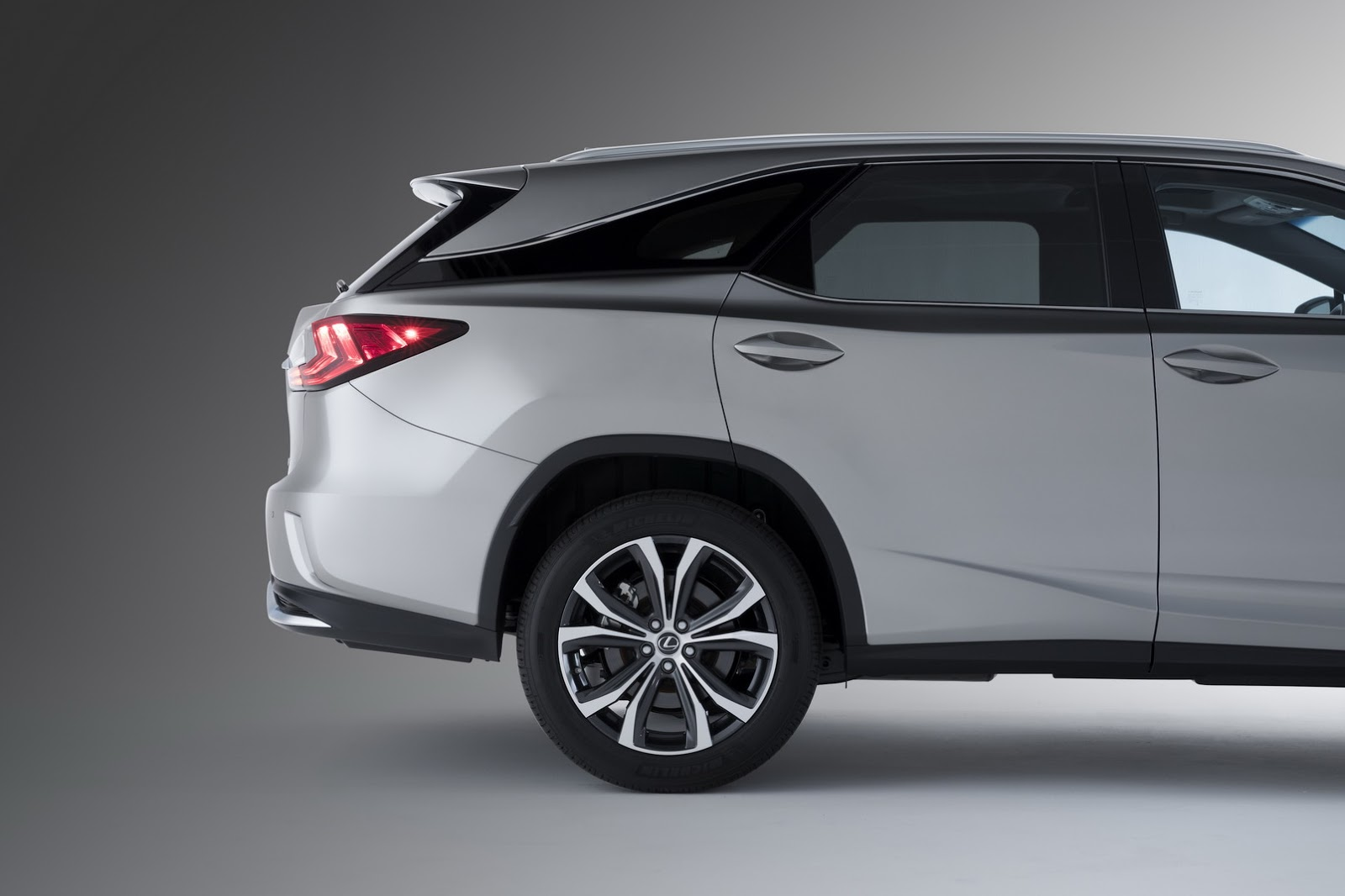 2018 Lexus RXL Gives RX Owners The Third Row They've Been ...
