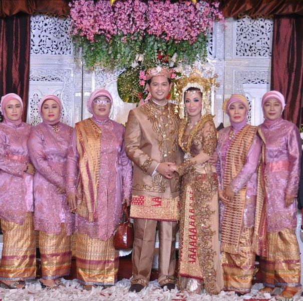 Baju Batik Seragam Keluarga Tanah Abang: KEPENTOK, I Talk, U Talk: MUA & KEBAYA: House Of HASINA