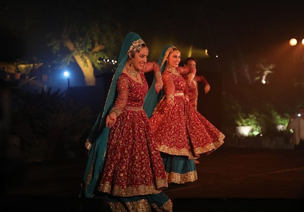 Sooraj Subramaniam, Laura Neyskens, Tom Decuyper and Ayla Joncheere. Bollywood Rajasthani folk semi music