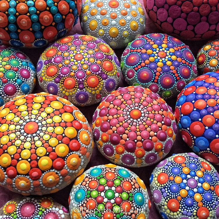 14-Multiple-Elspeth-McLean-Dotillism-Paintings-Mandala-on-Stones-Canvas-and-Clothes-www-designstack-co
