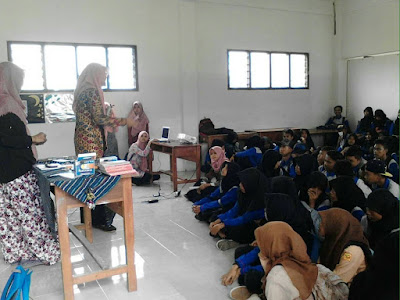 KOMMUN in School Malang