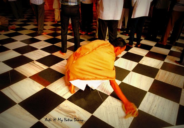 A devotee shows his love for Lord Krishna, ISKCON Temple, Hyderabad Abids, Andra Pradesh