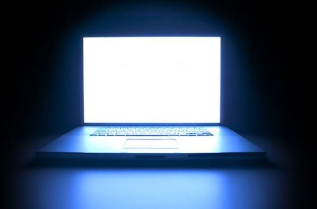 - الضوء الأزرق للكمبيوتر