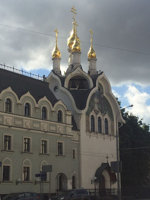 Общий вид на Патриаршье Подворье со стороны центрального входа