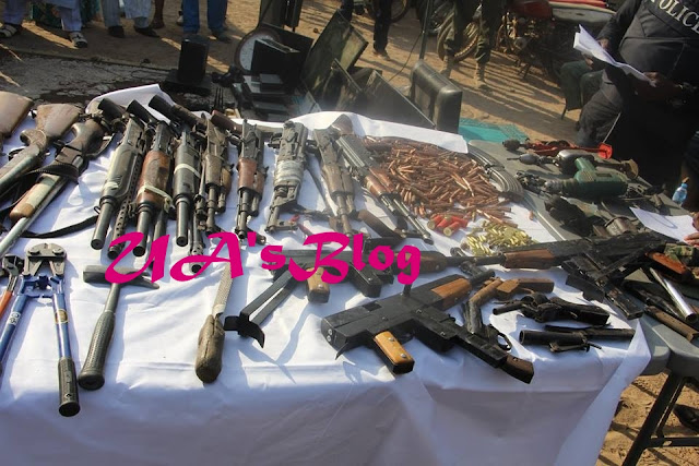 Suspected Criminals Nabbed With Fake US Dollars Equivalent To N490 Million, Weapons (Photos)