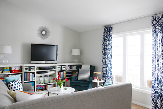 organizing a living room red accent wall in iheart hooked on navy
