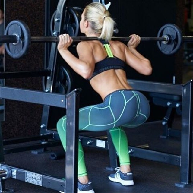The pretty blonde Fitness Model Sophia Thiel 3