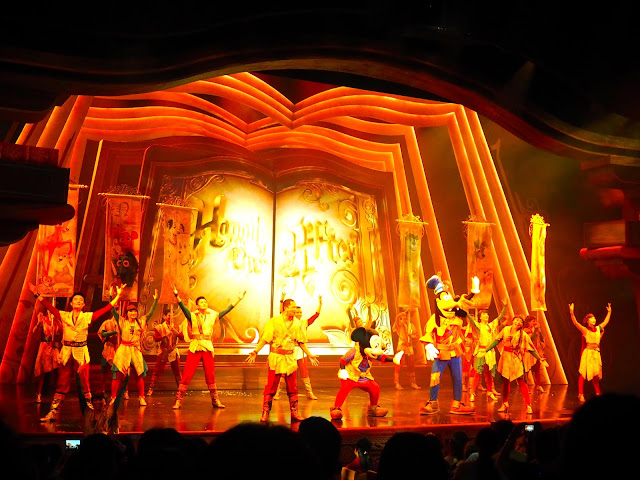 Final scene in Mickey and the Wondrous Book stage show | Disneyland Hong Kong
