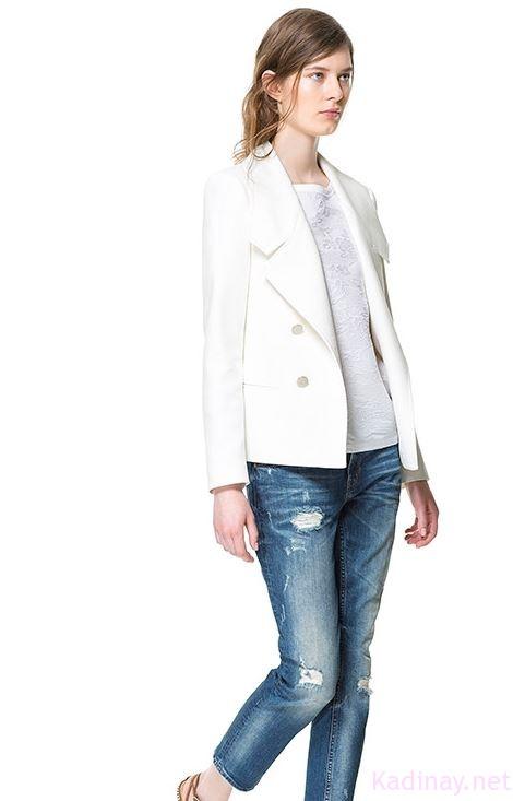 Blazer ceket modelinin kayık yaka ile birleşmesi sonucu elde edilmiş olan özel tarza sahip bayan ceketleri onlarca renk seçim imkanı ile satın alma şansına sahipsiniz. Sadelikten daha da uzağa çıkmak isterseniz tek renk yerine desen kullanımı ile üretilmiş modelleri tercih edebilirsiniz.
