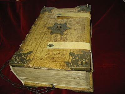 O misterioso livro que se tornou a bíblia do mal