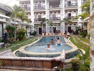 kolam renang hotel kutamara lombok tengah