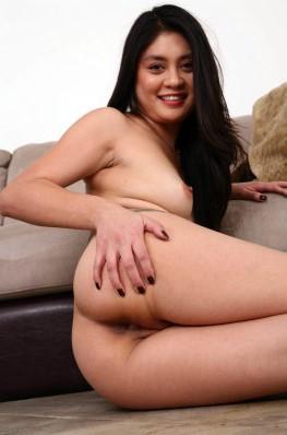 Foto Hot Gadis IGO Pamer Toket Dan Memek Ngangkang Di Depan kamera