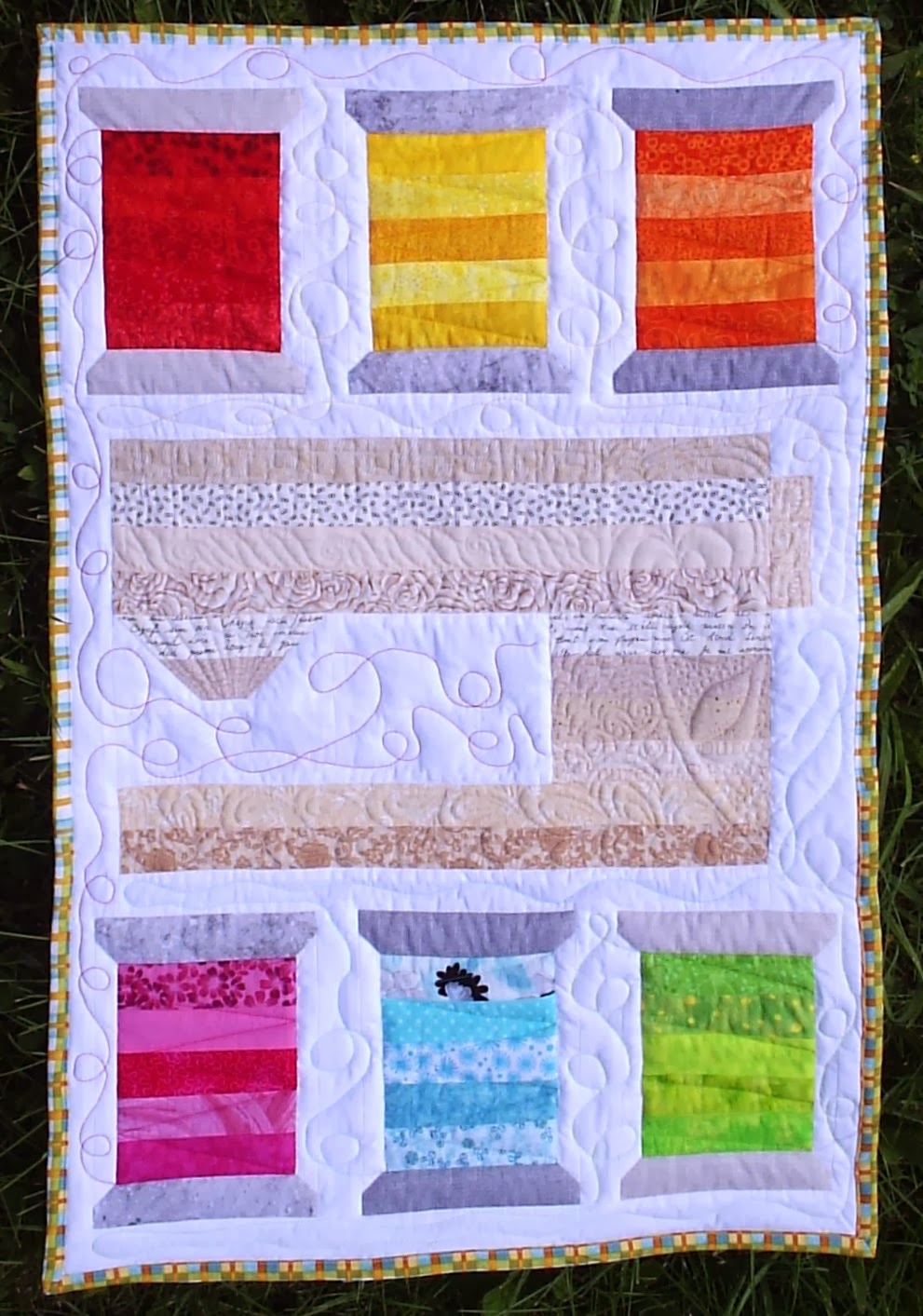 http://sewfreshquilts.blogspot.ca/2013/08/sweet-spools-mini-quilt.html