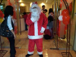 Kostum Santa Clause dalam acara gereja
