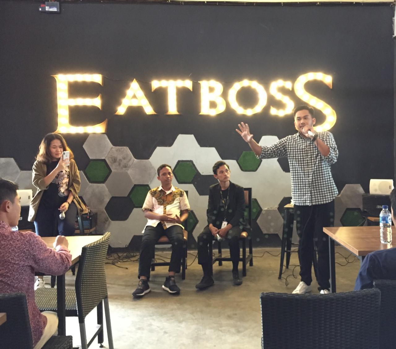 Sharing muda Kalimantan Selatan Sessions 'Future Leader's Talk' bersama staf muda Kantor Staf Presiden di kafe Eatboss, Banjarmasin