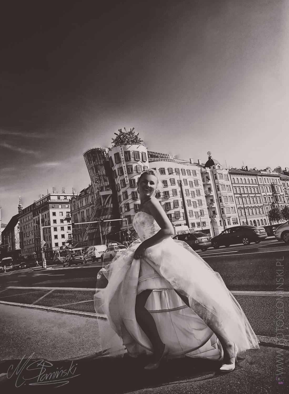 Tańczący dom - Dancing House in Prague - Sesja ślubna Praga- Fotograf #ZdjęciaSłomińskiego