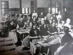 Estoy leyendo un libro que estudia el papel y las experiencias de las  mujeres republicanas en la Guerra Civil española 306608eb3636