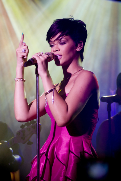 Rihanna Hairstyle In Take A Bow Memet Ngepet