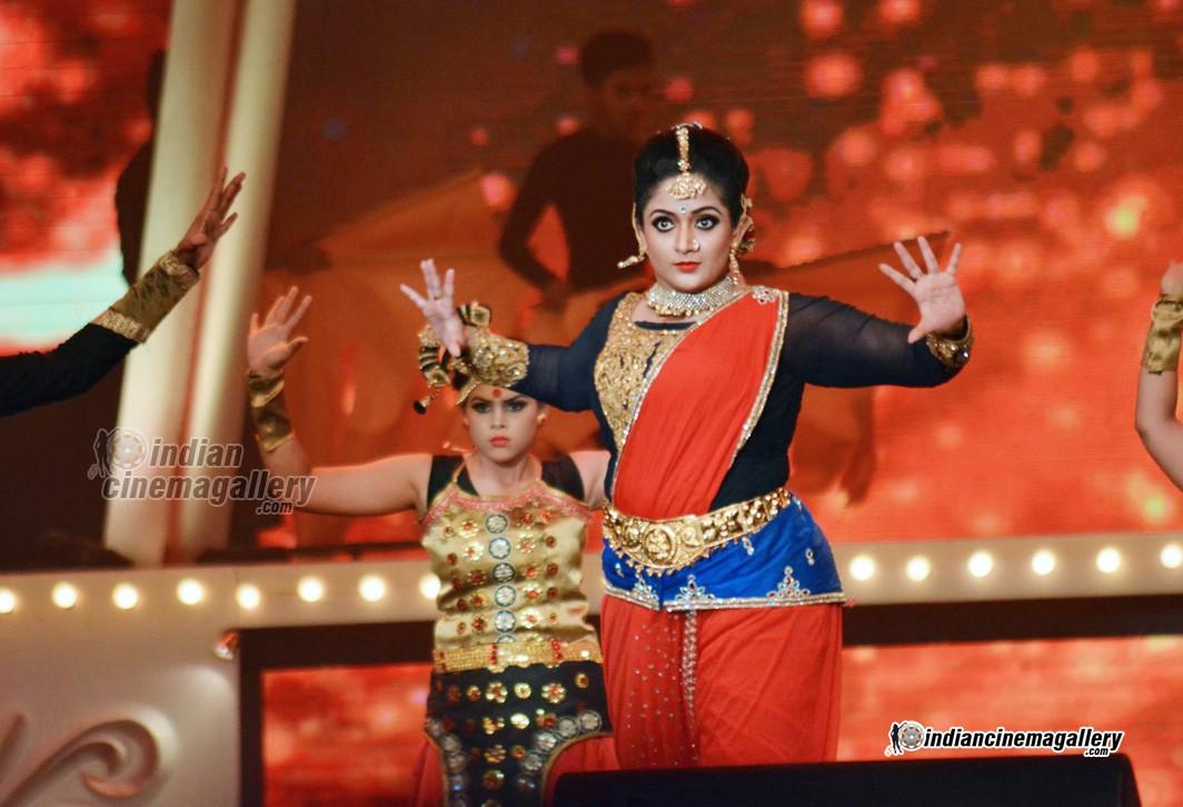 Cinema Daddy Kavya Madhavan Latest Stills: Kavya Madhavan Latest Photos From Vanitha Film Award