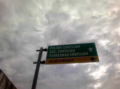 Rambu petunjuk arah di Pantai Cipatujah Tasikmalaya.