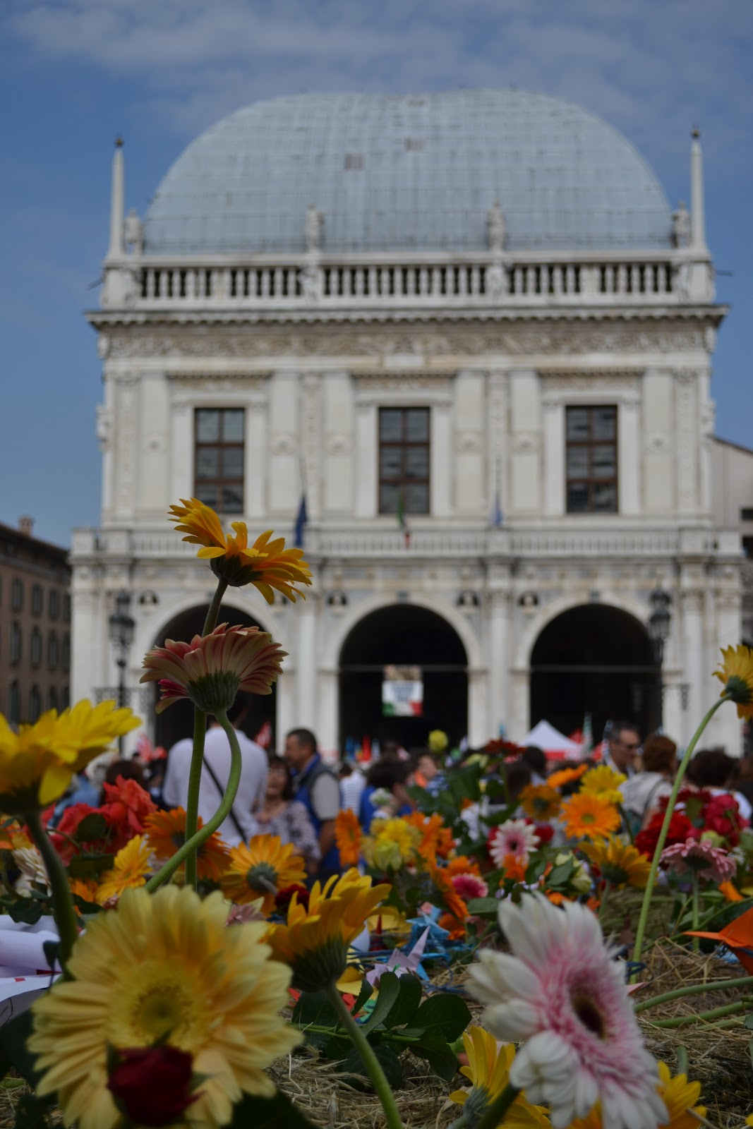 15dc539cb Ma noi sappiamo e vogliamo ricordare, nella speranza che un giorno la  Verità possa camminare a testa alta in questa bella e, allora non più  triste, piazza.