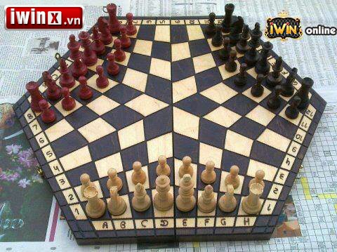 Chơi cờ vua 3 người, tại sao không?