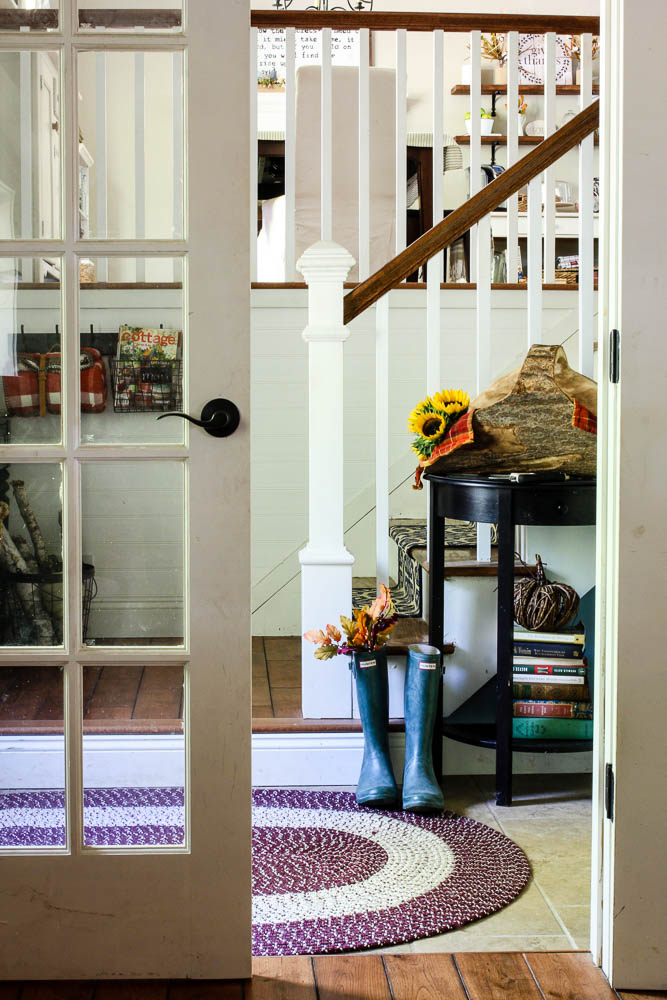 Entryway in split level home with planked walls and colorful fall decor - www.goldenboysandme.com