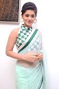Yamini Bhaskar latest glamorous photos-thumbnail-10