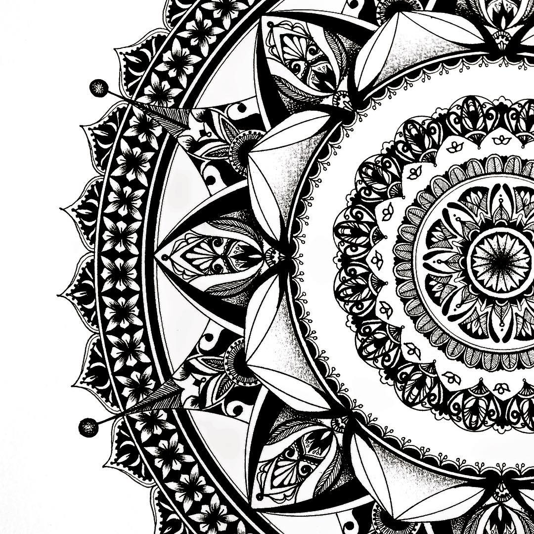 10-Eeling-Wong-Mandala-Drawings-Examples-of-Symmetry-and-Precision-www-designstack-co