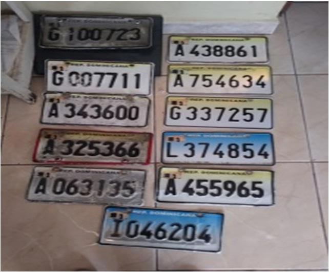 Policía Nacional apresa cuatro personas por robo de placas de vehículos