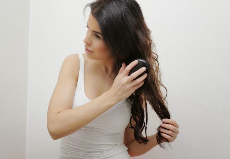 ... ja sen jälkeen hiuspuuterin ihan tukan tyveen. Viimeisenä on vuorossa  sitten se hiuslakka. Tuolla triolla saa mielestäni kestävät kiharat ... c7ee4798ee
