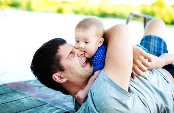 mencium bayi saat sakit gigi berbahaya