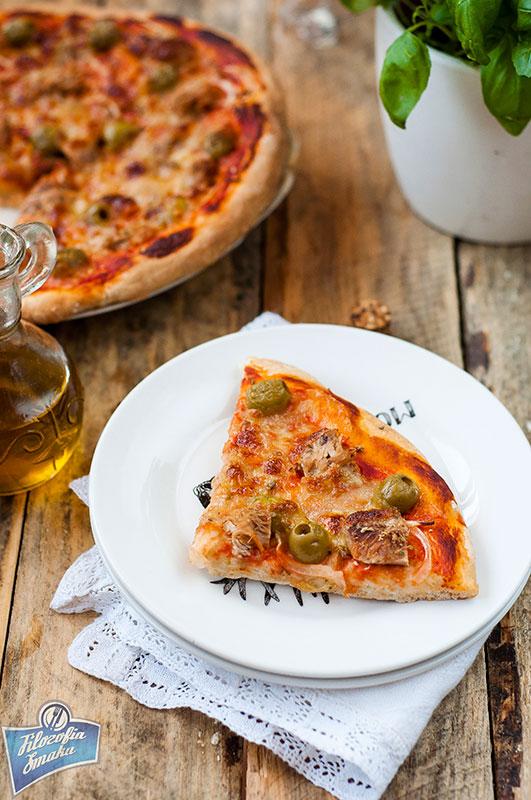 Pizza z tuńczykiem z puszki