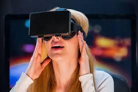 الآن يمكنك تجربة مشاهدة مقاطع الفيديو والأفلام بتقنية الواقع الافتراضي مجانا على هاتفك