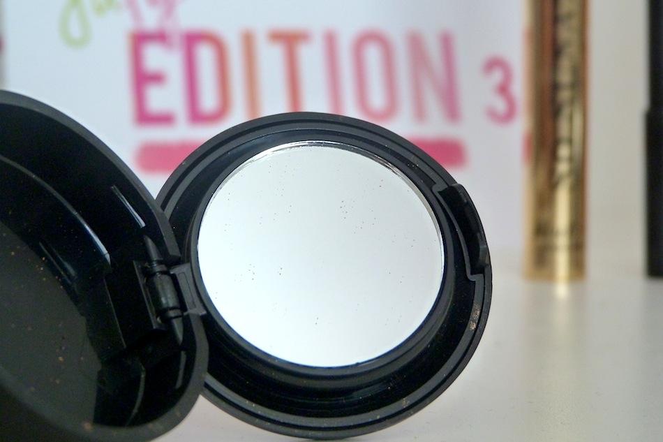 an image of ofra eyeshadow packaging