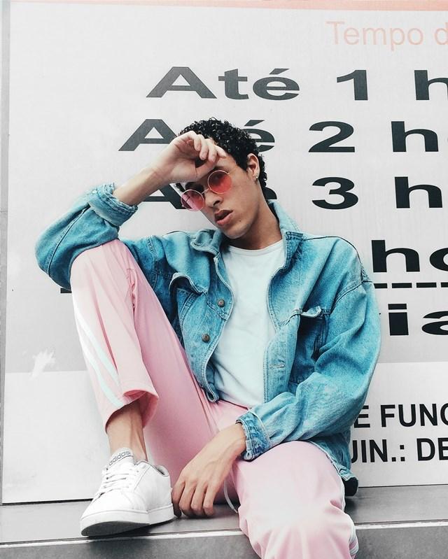 Jaqueta jeans e calça sporty rosa
