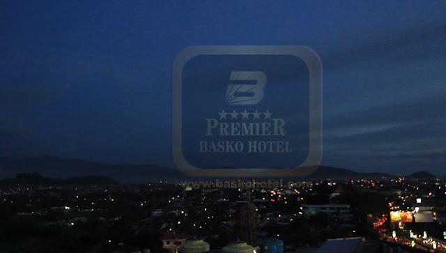 hotel terbaik padang