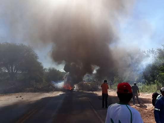 Bloqueo en Macharetí fue reprimido por la Policía en la madrugada  / EL CHAQUEÑITO